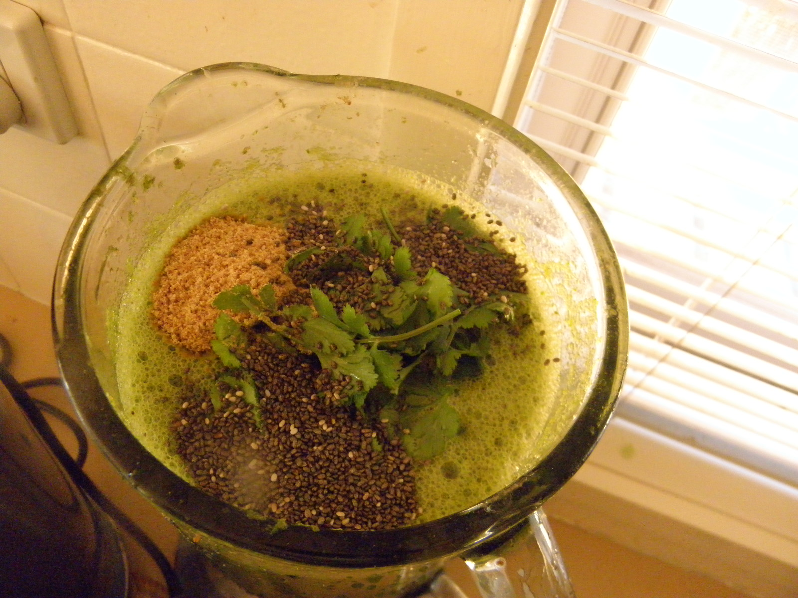 green smoothie with coriander, flaxseed and chia seeds
