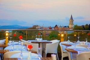 restaurant tables with view to the city
