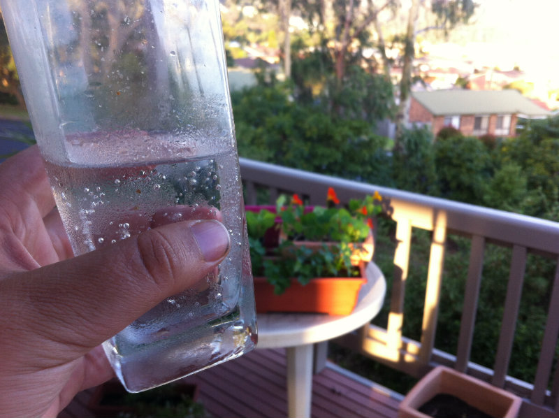 tips for staying cool in the heat, mineral water in the garden