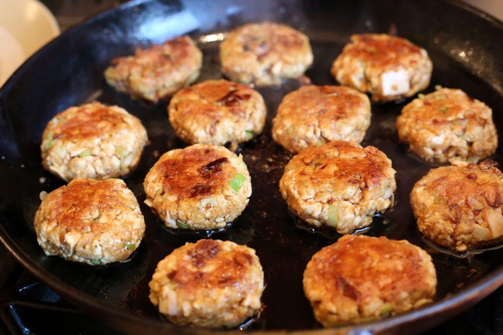 easy vegetarian lunch recipes - terriyaki and tofu burgers