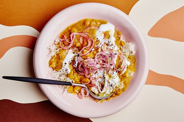 dahl with yoghurt and lime onions